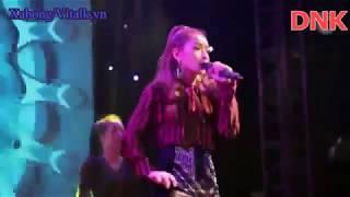 Chi Pu bị hàng loạt đàn chị Vbiz dập 'tơi tả' sau phần hát live thảm họa