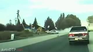 Водитель Mitsubishi не справился с управлением ДТП! Авария! Видеорегистратор(, 2014-10-23T16:27:26.000Z)
