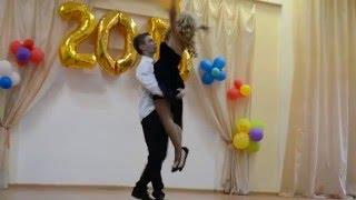 Нежный медленный танец с любимой девушкой на конкурсе)