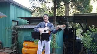 辰巳の里野外ミニステージでの演奏です。