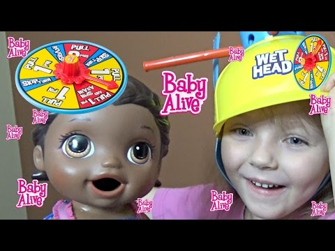 BABY ALIVE plays WET HEAD! The Lilly and Mommy Show! Wet head toy review. The Toytastic Sisters