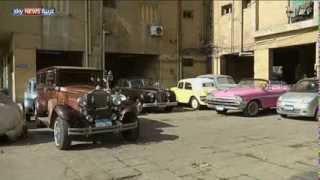 مصري يعيد الحياة إلى سيارات كلاسيكية