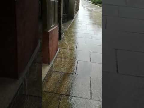 Una reforma en Monforte hace que el agua entre en los bajos cuando llueve