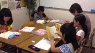 3年生4年生の国語の授業。本読みの後で辞書引きをしました。