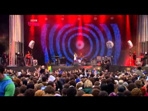 Yeah Yeah Yeahs - Heads Will Roll & Zero Live at Reading Festival 2009