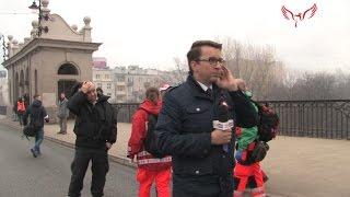 Reporter z TVP Przemysław Adamski i ochroniarz