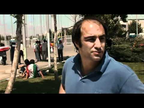Offside.  Jafar Panahi (Dir) Iranian Football Film