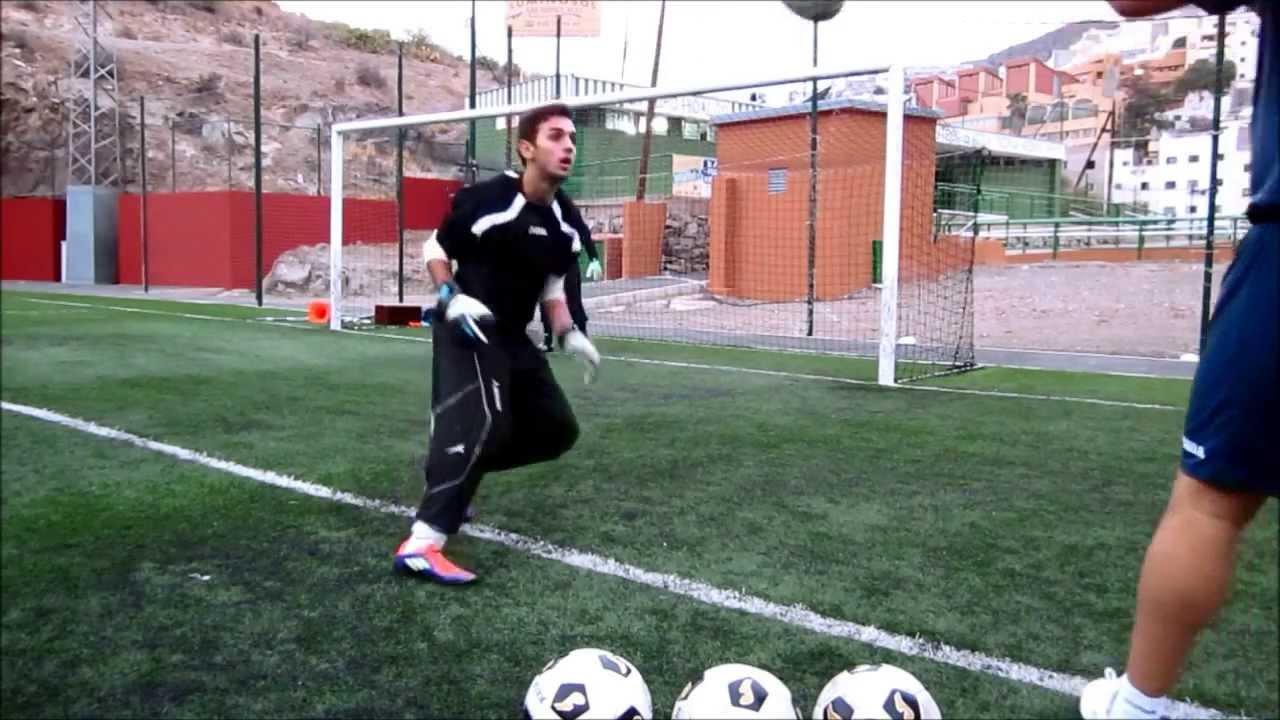 ENTRENAMIENTO PORTEROS FUTBOL 1 6 goalkeeper training - YouTube e4be8048ad372