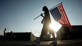Режиссер Майкл Мур снял фильм «Куда бы еще вторгнуться» о политике США