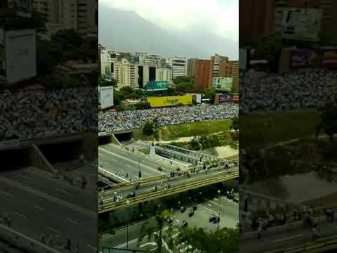 Aquí en Venezuela. (Multitudinaria manifestación encontrar de Nicolás Maduro)
