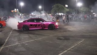 HELLCAT CHARGER OWNER SHOWS OFF THEIR SWINGING SKILLS IN FRONT OF HUNDREDS AT A LOCAL CAR MEET!