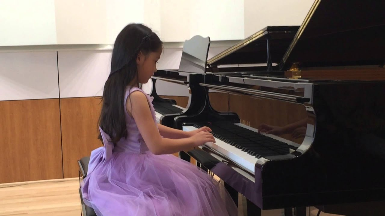 11 Year Old Girl Playing the Piano - YouTube