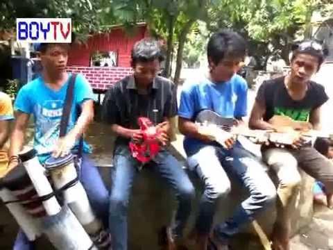 Keren Banget! Anak Pengamen Jalanan - Tersisih - Grup Global: golongan abal-abal