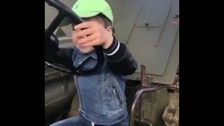 Сын Аллы Пугачевой и Максима Галкина за рулем настоящей машины