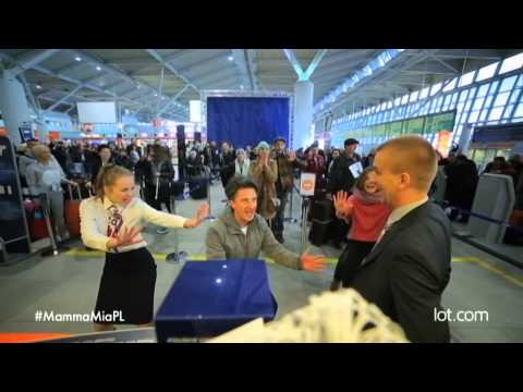 Fun Warsaw Airport Flash Mob: LOT Polish Airlines greets 500,000th Boeing 787 passenger