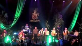 Download lagu Drunken Sailor - The Irish Rovers w/ Foster and Allen - Belfast