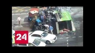 Смотреть видео Авария в центре столицы   Газель  столкнулась с полицейской машиной   Россия 24   YouTube онлайн