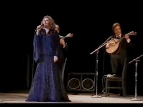 Amália Rodrigues - Vou dar de beber à dor