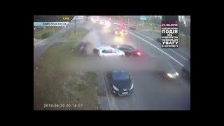 ТОП НОВИНА. Був п'яний і без прав – поліцейські про водія, який на БМВ зніс три автомобілі