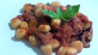 How to make Gnocchi with tomato sauce and eggplants