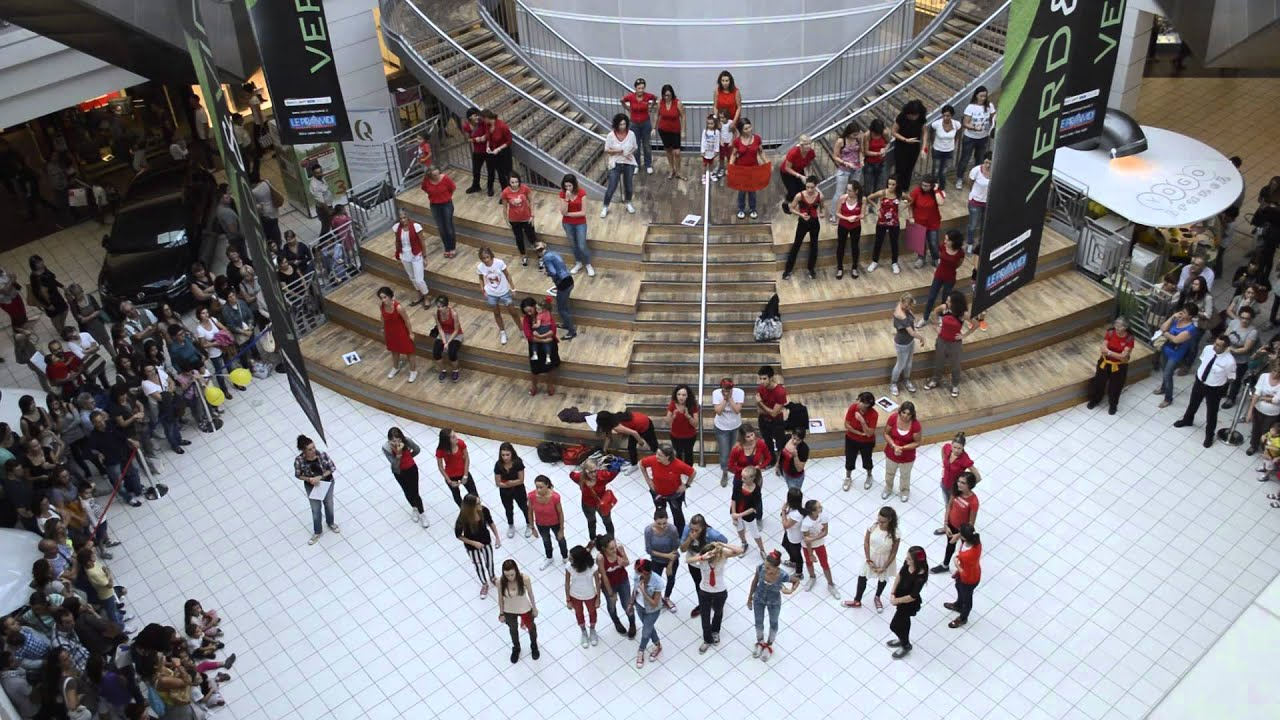 Flash mob one billion rising piramidi vicenza for Negozi arredamento vicenza