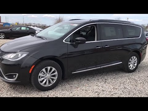 2018 Chrysler Pacifica Brooklyn, Queens, Nassau County, Hempstead, Westbury, NY 18C0203