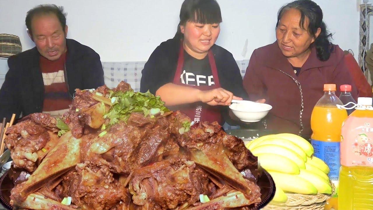 買10斤大牛排。給家人過過癮。一大鍋美味。還是吃肉最實在!【陜北霞姐】 - YouTube