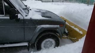 ВАЗ 2121 НИВА с отвалом-лопатой и самодельной лебедкой