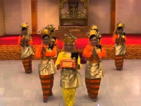 Tarian Melayu Tradisional Provinsi Riau Pembakuan Tari Persembahan Youtube