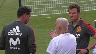 Conversación de Hierro y Marchena en el Entrenamiento de la Selección Española