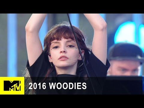 "Chvrches Performs ""Leave A Trace"" at MTV Woodies/10 for 16 Festival 