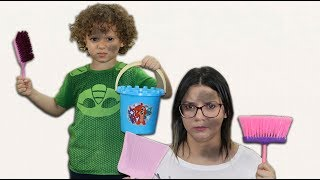 PRETEND PLAY WITH CLEANING TOYS 02