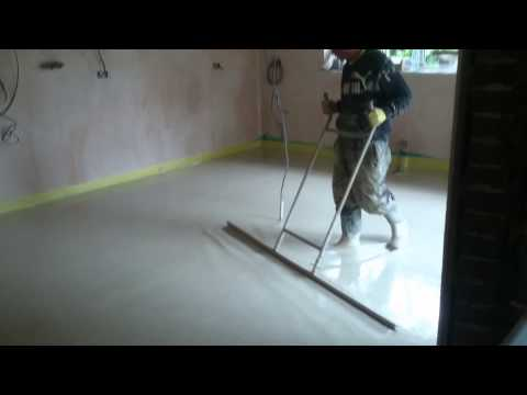 Liquid anhydrite screed over underfloor heating