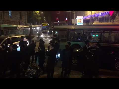 הפגנה בכיכר השבת עקב מעצר נערה חרדית שהוגדרה עריקה מצה