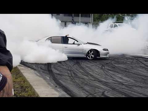 Limitr Holden ls1 v8 burnout skids of summer nz