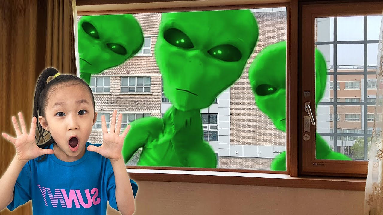 Aliens came to LoveStar house with UFO