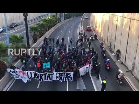 Spain: Barcelona highway blocked as independence supporters rally for jailed Catalan leaders