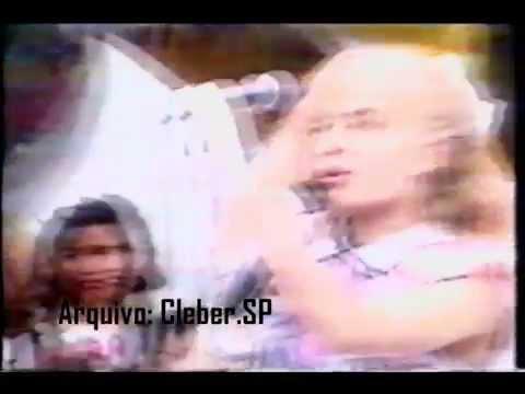 """Clube da Criança (1988) - Angélica cantando """"Não dá mais"""""""