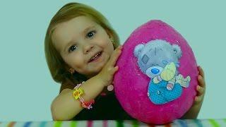 Мишка Татти Тедди яйцо сюрприз игрушки Giant surprise egg Tatty Teddy(Miss Katy откроет очень большое, гигантское яйцо сюрприз Мишка Тедди Татти Тэди и голубой нос друзья Тэдди Бир..., 2015-02-18T13:03:14.000Z)