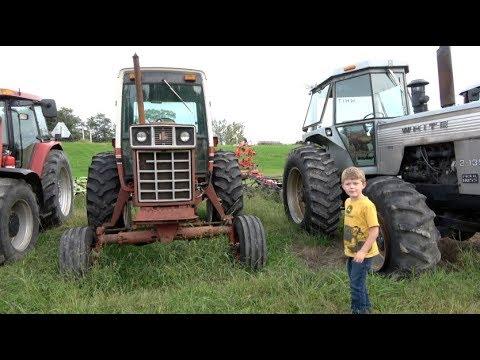 THE TRACTOR TRACKER - VINTAGE FARM TRACTORS