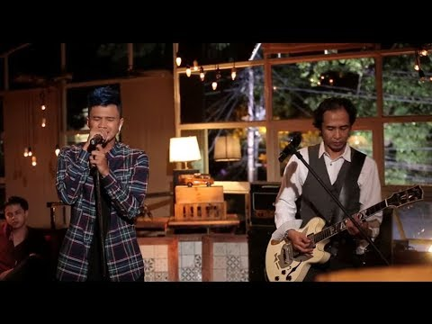 Piyu & Firly Firlana - Menanti Sebuah Jawaban (Live At Music Everywhere) * *