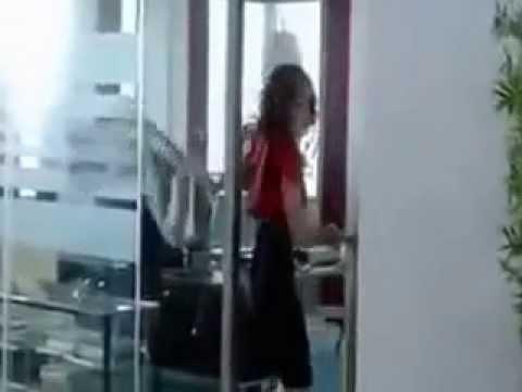 Девушка пукнула в офисе