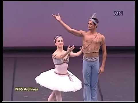 Thiago Soares and Marianela Nunez in Le Corsaire (2010)