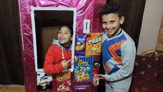 مرام تبيع في ماكينة الحلويات !!!