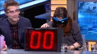 Download Video El Hormiguera 3.0 - Kristen Stewart, Robert Pattinson y Taylor Lautner bañan al público de sangre MP3 3GP MP4