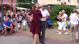 ТАНГО ХРИЗАНТЕМЫ! Танцуем на улице! Brest! Music! Dance!