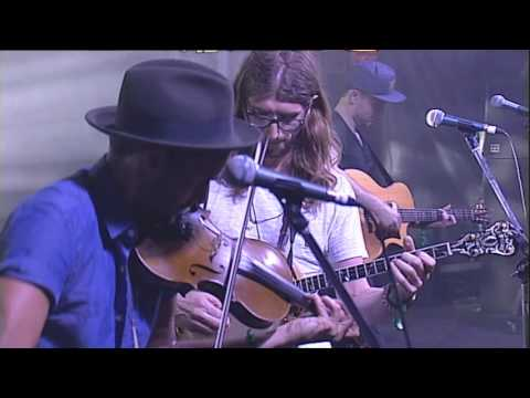 The East Pointers - Ken The Hen - Live at Woodford Folk Festival