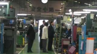 【中川秀直】工場で握手をする中川秀直 中川秀直 検索動画 18