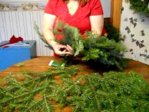 popular craft of making christmas wreaths - Simple Christmas Wreaths