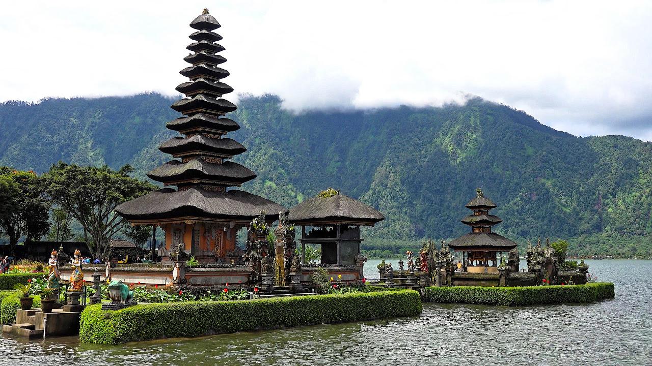 1930s INDONESIA TRAVELOGUE  BALI  ISLE OF ISOLATION   49254